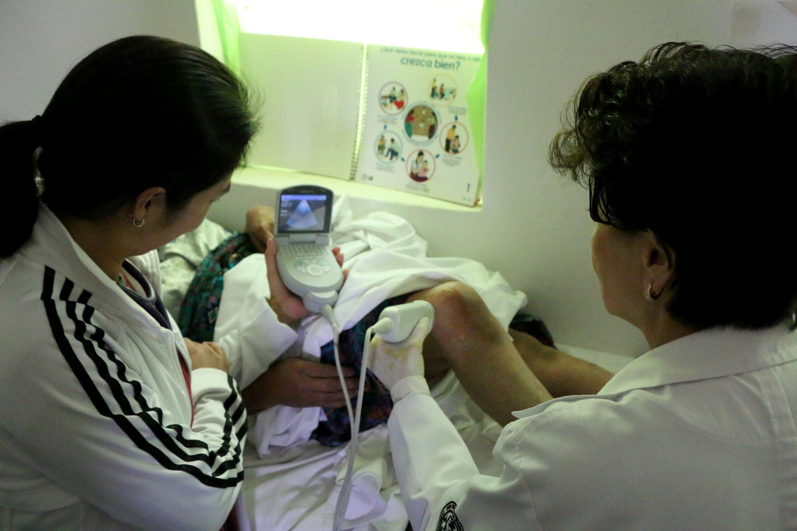 Guatemala, Chocruz, Ärztin, Ultraschall